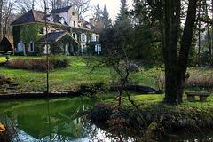 A Châtenay-Malabry , L'Ile Verte au printemps .