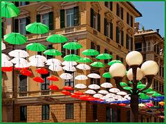 Genova : Il tricolore davanti alla prefettura - (926)