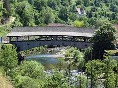 Die Holzbrücke über die Murg ist das Wahrzeichen von Forbach