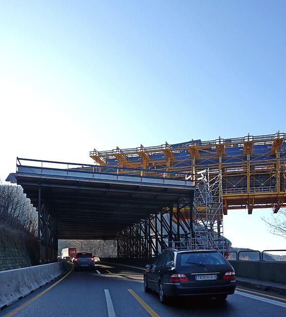 """""""Flüssigkeiten""""  - Verkehr und Beton"""