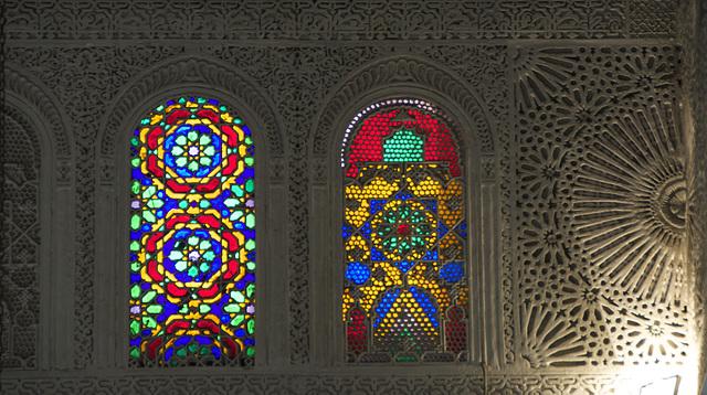 Des vitraux. Dans une mosquée. à Paris, en 2015. Because we can.