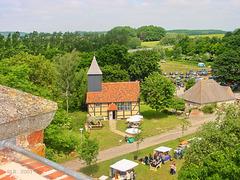 Klempenow, Burgkapelle und Torhaus