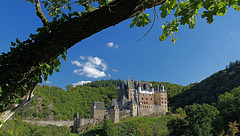 Wandern entlang der Burg Eltz