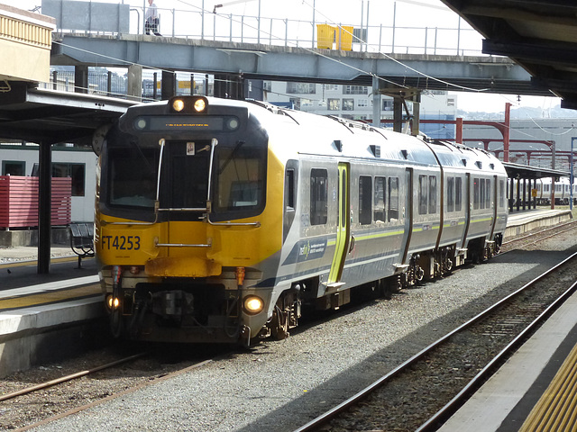 Metlink EMUs at Wellington (11) - 27 February 2015