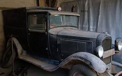 Citroên C4 des années 30 , encore dans son jus .