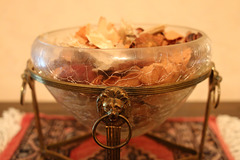 Crackle glass bowl with potpourri