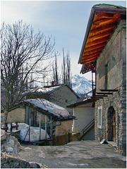 Oulx : il vecchio borgo di S.Marco e laggiù lo Chaberton - (724)