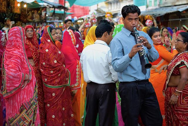 Musicien dans les rues de Pushkar