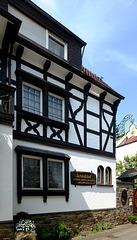 DE - Dernau - Schloßhof