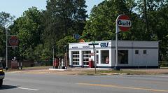 Quincy restored Gulf Station (#0586)