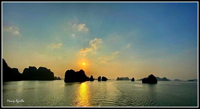 Amanecer en Bahía de Halong
