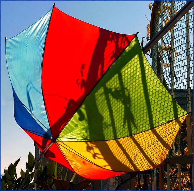 Oggetti appesi : un Ombrello multicolor !! in segno di gioia !