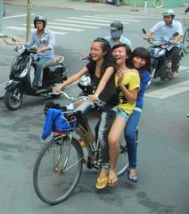 La joie de vivre à Shanghai / Un joyeux trio
