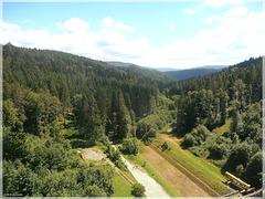 Blick hinunter von der Schwarzenbachtalsperre