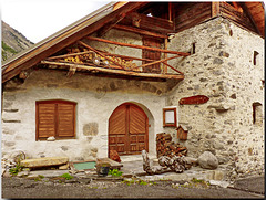Nevache : una antica casa ben tenuta - (781)