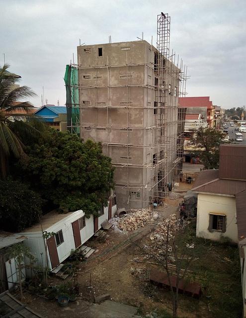 Débris et échafaudage / Debris and scaffolding