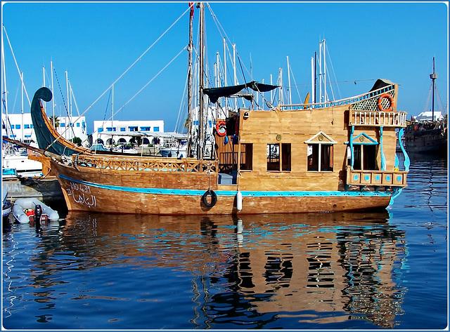 Monastir : arrivo al porto - splendide barche - Costa Marina ci attende in rada !