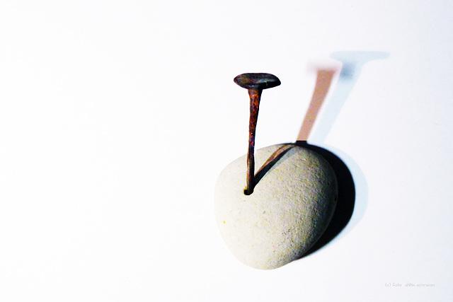 Der Stein - Der Nagel und seine Schatten