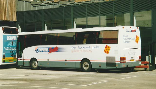 Dorset Travel W384 UEL at London (Victoria) - 8 Jun 2000