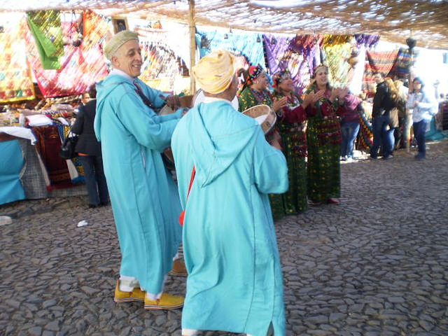 Singing and dancing from Morocco in Mértola.