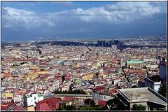 Napoli : Panoramica lato sud - Sulla destra è ben visibile la lunga strada pedonale 'Spaccanapoli' (832)