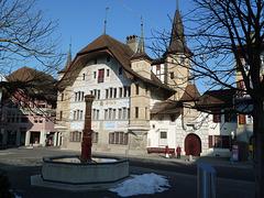 Das Rathaus von Büren an der Aare,  mit seiner gotischen Fassade