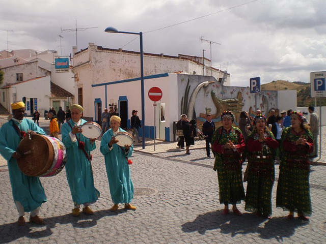 Moroccan singing and dancing in Mértola's streets.