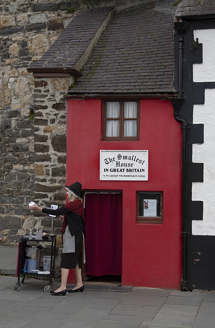 """The Smallest House In Great Britain"""