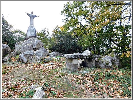 Statue du Christ roi à Guenroc (22)