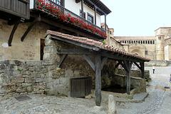 SANTILLANA DEL MAR (Cantabria). Abrevadero y lavadero de la calle del Río.