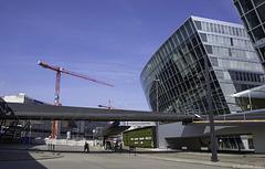Flughafen Zürich-Kloten ... Vorfahrt mit Baustelle (© Buelipix)