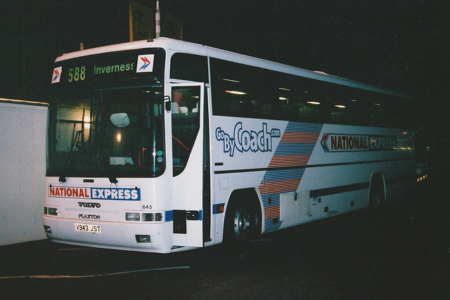 Rapsons V943 JST at Knutsford Service Area in the middle of the night - 27 Mar 2001