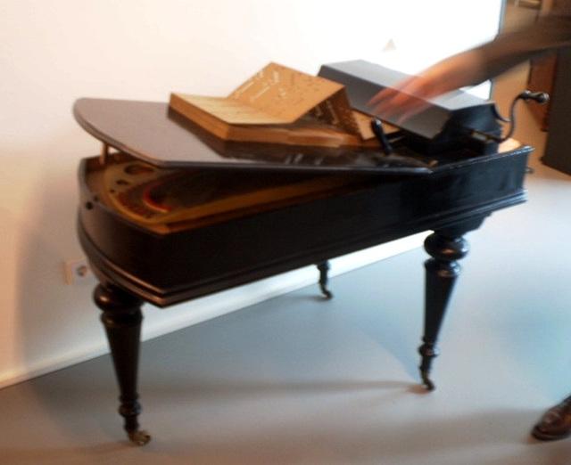 Melodic piano (Italy, 1910).
