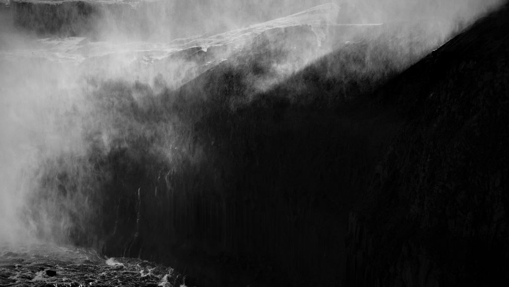 Dettifoss waterfall, Iceland BW L1004325