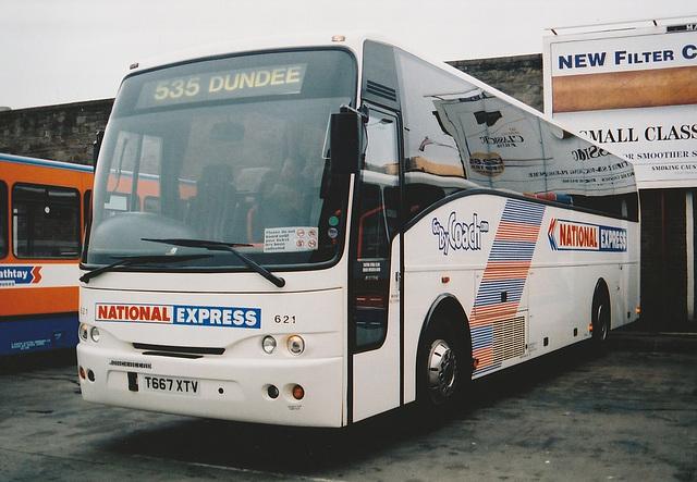 Stagecoach Bluebird T667 XTV at Dundee - 27 Mar 2001