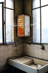 A vendre chauffe-eau Thermor , peu servi , bon état général , faire offre résonnable . Curieux s'abstenir .