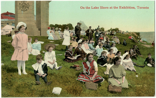 TO0014 ON THE LAKE SHORE - GIRLS