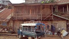 Poches et graffitis  (Laos)