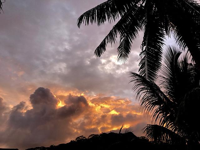 IMG 0416- Lever de soleil côté montagne