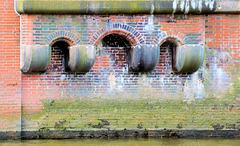 Trio: Kaimauer beim Maritimen Museum