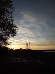 Lever de pylônes électriques / Electric pylons rising