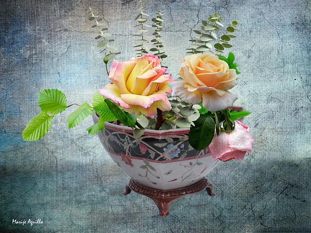 Frutero de porcelana con flores