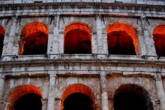 Es glühen die Bögen des Coloseo