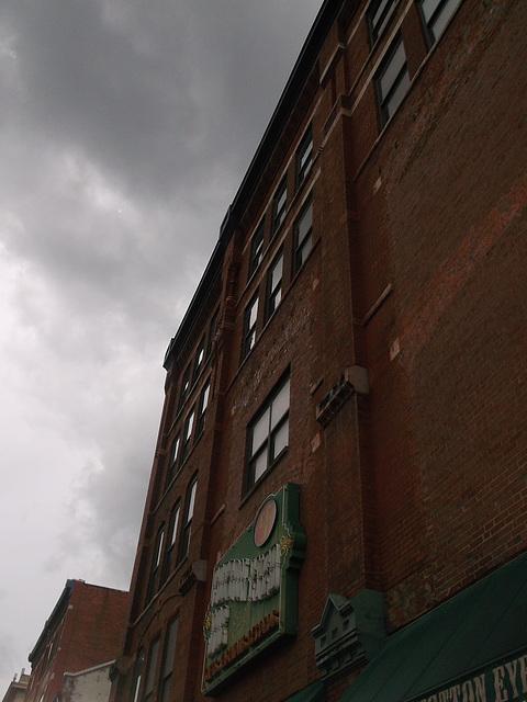 Façade orageuse / Stormy facade
