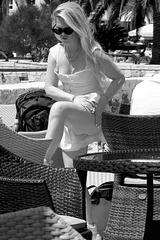 Hvar - crème solaire 1 - la jambe gauche