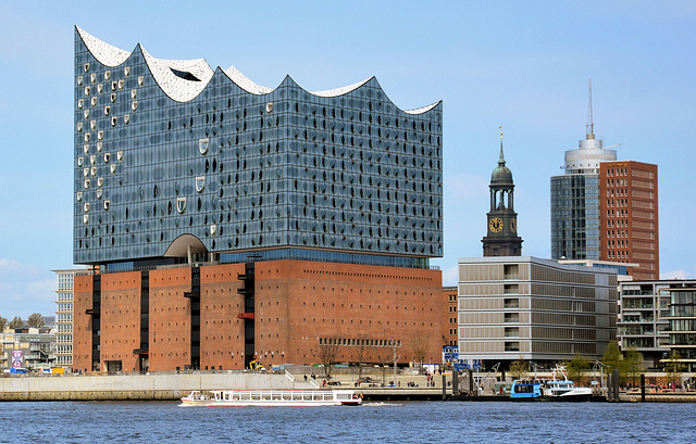 Hamburgs Wahrzeichen: Alt und Neu (?)