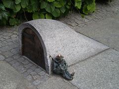 Bronze dwarf - sentry by the storeroom.