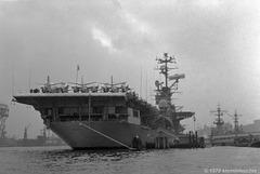 Auf Abschiedstournee, die USS Wasp (CV-18) nochmal in Hamburg
