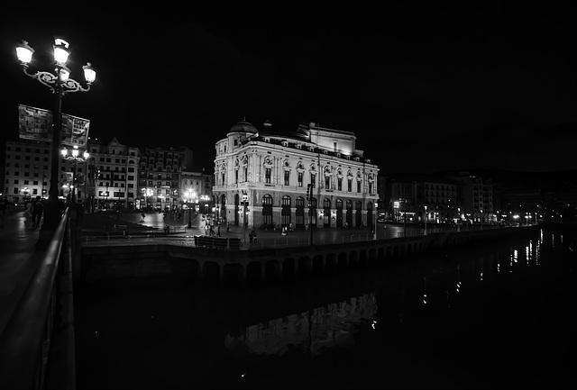 Teatro Arriaga en la noche
