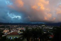 Abendliche Wolken über Puerto de la Cruz